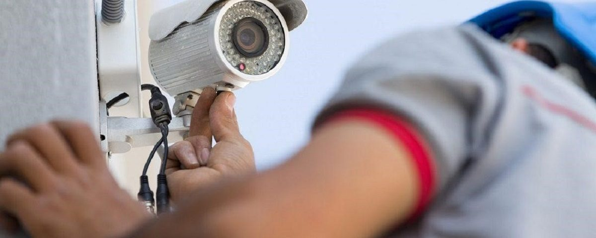 pose caméra de surveillance